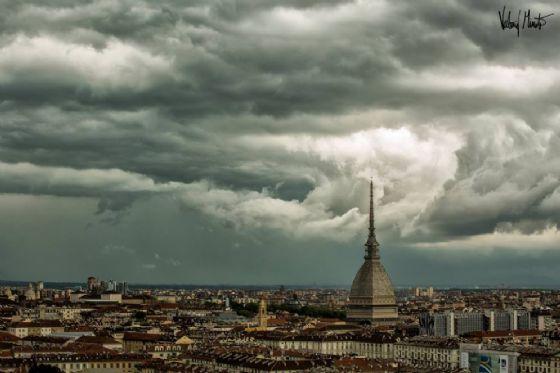 Nuvole nere su Torino (© Valerio Minato)