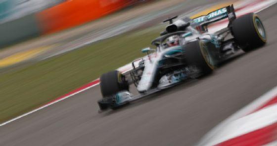 Verstappen a muso duro con Hamilton.