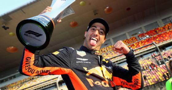 Daniel Ricciardo festeggia la vittoria nel GP di Cina di F1