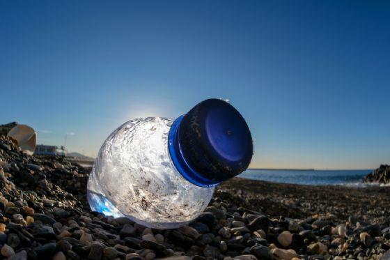 Gli enzimi mangia plastica potrebbero risolvere il problema dell'inquinamento
