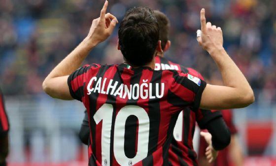 Milan, Calhanoglu out contro il Torino: problema al ginocchio