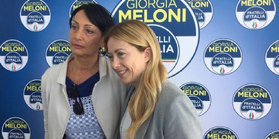 Giorgia Meloni a Ronchi dei Legionari con Anna Cisint (© Fratelli d'Italia FVG)