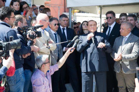 Il leader di Forza Italia, Silvio Berlusconi, incontra i cittadini a Casacalenda (Campobasso)