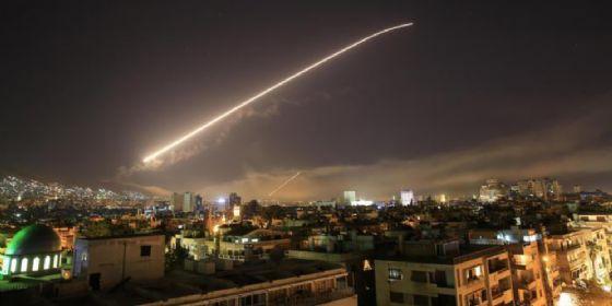 Uno dei momenti dell'attacco alla Siria di venerdì 13