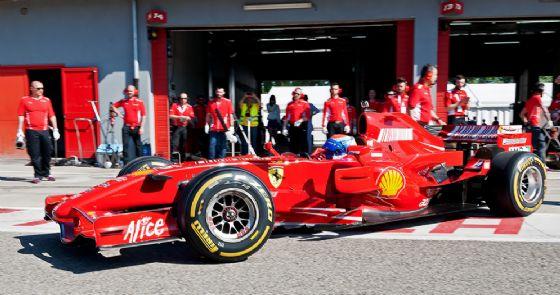 Marc Gené esce dai box al volante della Ferrari al Motor Legend di Imola