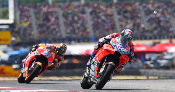 La Ducati di Andrea Dovizioso davanti alla Honda di Dani Pedrosa durante il GP delle Americhe di MotoGP ad Austin