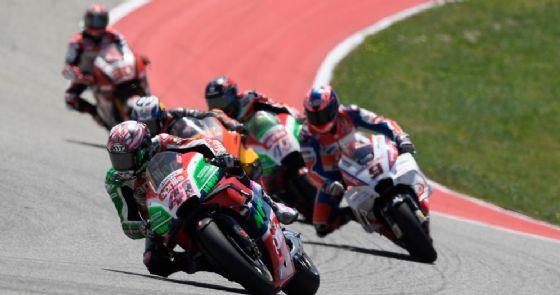 La Aprilia di Aleix Espargaro in lotta nel GP delle Americhe di MotoGP ad Austin