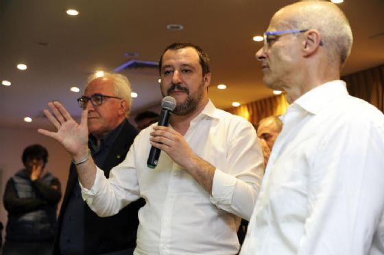 Il leader della Lega, Matteo Salvini, e Donato Toma, nuovo presidente della Regione Molise