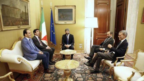 Una foto dell'incontro tra il presidente della Camera Roberto Fico e la delegazione PD