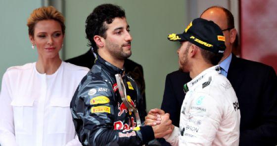 Ricciardo e Verstappen in fuoristrada nella
