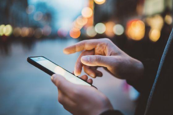 Il lettore per smartphone che rileva batteri e virus