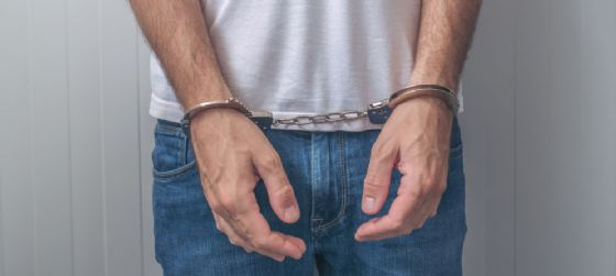 Soldi e documenti falsi: arrestato nove anni dopo i fatti