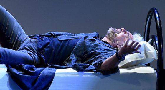 """Beppe Grillo durante il suo spettacolo """"Insomnia"""""""