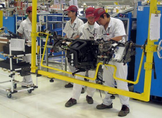 Una fabbrica cinese di automoboli
