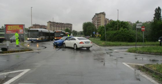 Incidente a Nichelino, due auto coinvolte