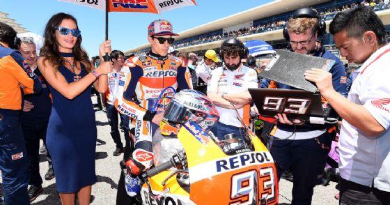 Marc Marquez in sella alla sua Honda sulla griglia di partenza della MotoGP