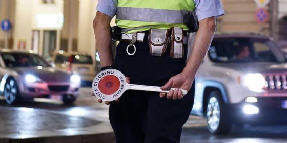 Controlli della polizia municipale (© ANSA)