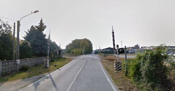 Il passaggio a livello tra Candelo e Sandigliano (© Google Street View)