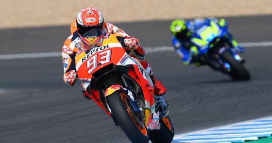 MotoGP, vince Marquez, incredibile incidente tra le Ducati e Pedrosa