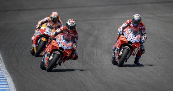 Le due Ducati di Andrea Dovizioso e Jorge Lorenzo e la Honda di Dani Pedrosa durante il GP di Spagna di MotoGP a Jerez