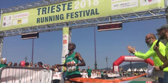 Trieste Running Festival, quasi 8 mila di corsa. Vince la 21 km Oliver Irabaruta