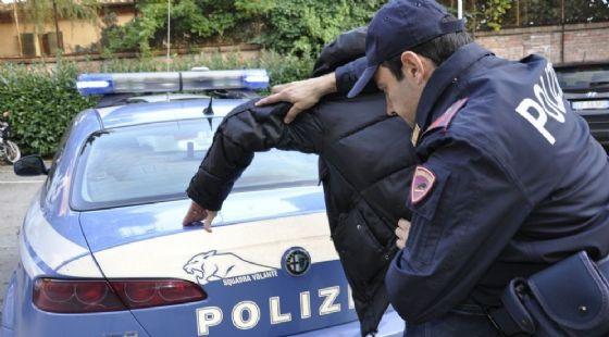 Il ladro è stato arrestato dagli agenti del Commissariato Barriera Milano (© Questura)