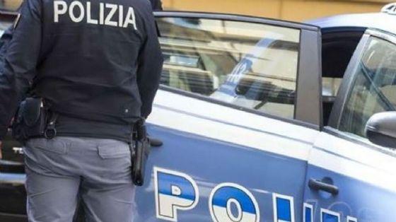 La polizia è intervenuta con gli agenti della Squadra Volanti (© Questura)