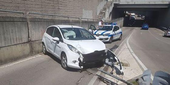 Neopatentato fa un incidente: distrugge l'auto e perde 10 punti (© Diario di Pordenone)