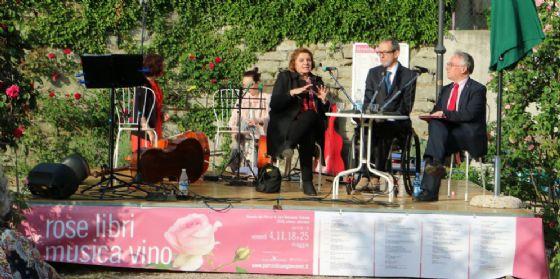 Secondo appuntamento per rose libri musica e vino (© Aurora Peccolo)