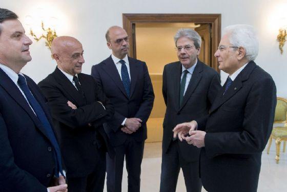 Il Presidente della Repubblica Mattarella con il premier Gentiloni, e i ministri Alfano, Minniti e Calenda