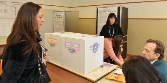 Ballottaggi: alle 12 ha votato il 17% degli aventi diritto