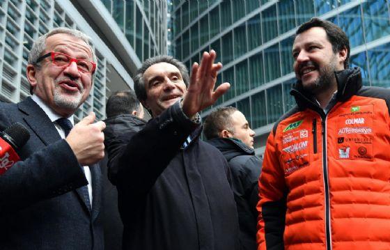 Roberto Maroni con Matteo Salvini e Attilio Fontana