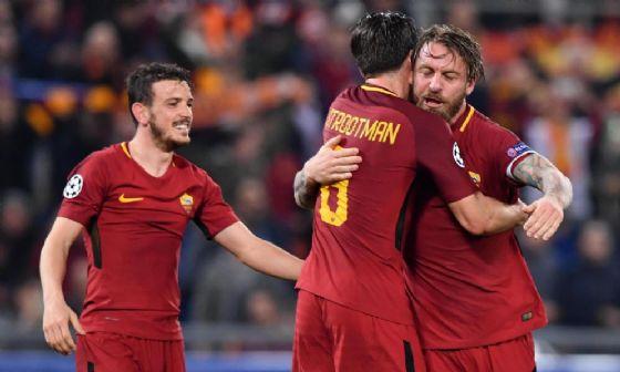Florenzi festeggia con De Rossi e Strootman