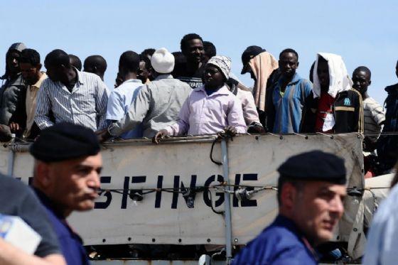 Uno sbarco di migranti sulle coste italiane