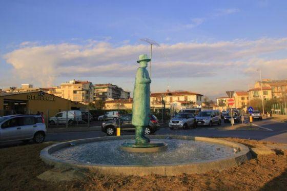 La statua di Folon