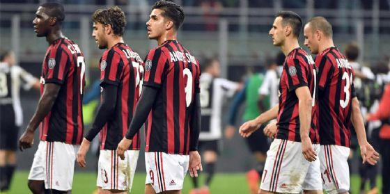 La delusione dei rossoneri dopo una sconfitta
