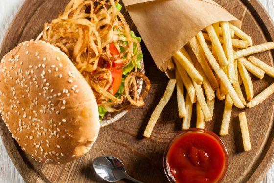 I pericoli del cibo spazzatura