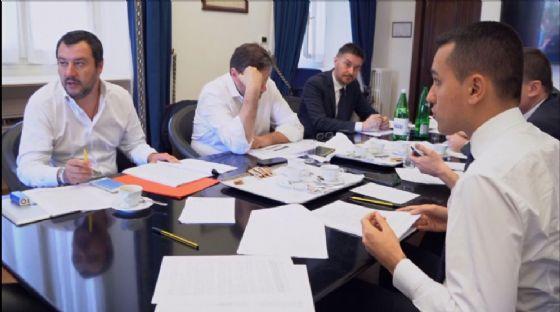 La pagina del contratto di governo tra M5S e Lega, in un fermo immagine tratto da un video diffuso dal M5S