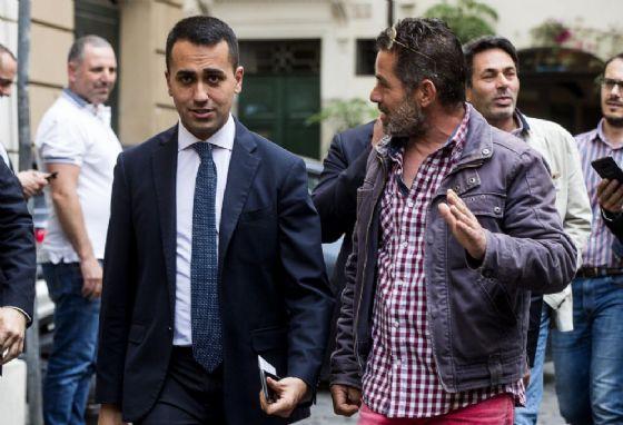 Luigi Di Maio lascia i gruppi della Camera al termine dell'incontro con il segretario della Lega Matteo Salvini