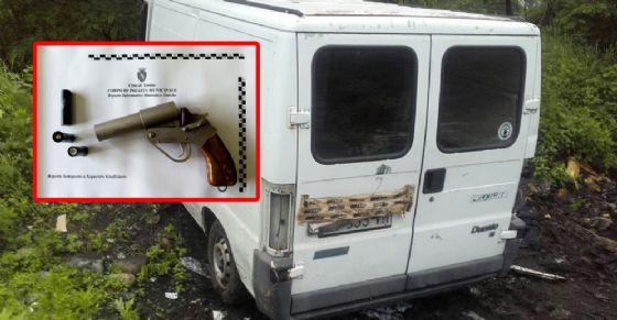 Pistole e auto rubate al campo nomadi di strada Aeroporto: blitz della polizia municipale (© Polizia Municipale)