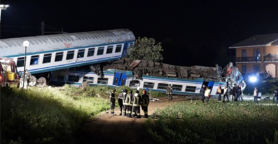 Il treno deragliato (© ANSA)