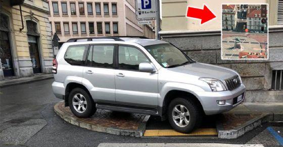 Parcheggio «sublime» in piazza Bodoni