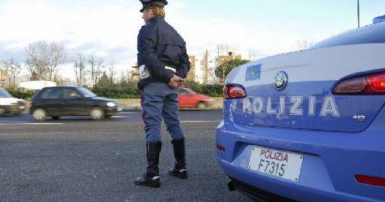 Controlli di polizia (© ANSA)
