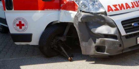 Scontro tra un'ambulanza e un'auto: ferita un'infermiera (© O.N. (foto d'archivio))