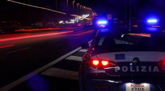 Ubriaco al volante fa inversione per scappare dalla polizia