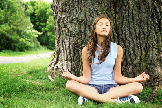 Gli studenti del Bona a lezione di yoga prima della maturità