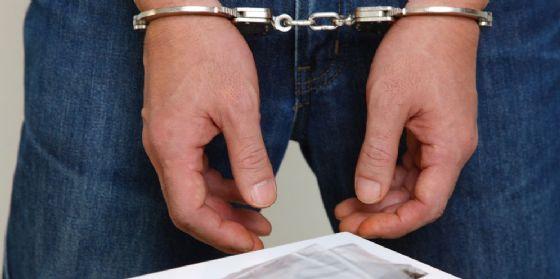 Maltratta la moglie e violenta un'amica di famiglia: romeno in manette
