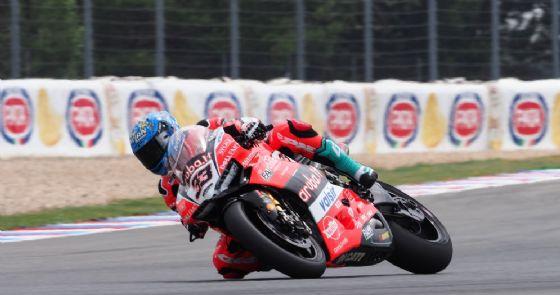 Marco Melandri in sella alla Ducati nelle prove libere della Superbike a Brno