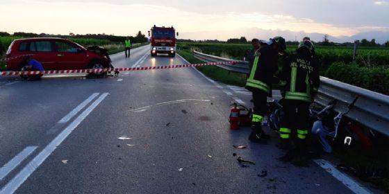 Scontro tra un'auto e una moto sulla Napoleonica: c'è una vittima