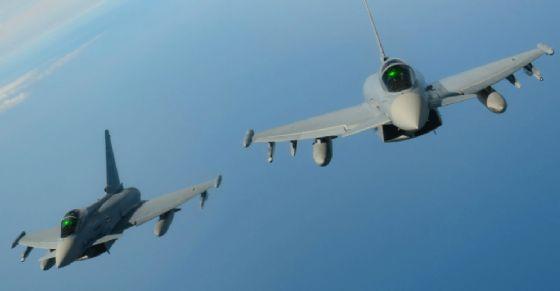 Due Eurofighter simili a quelli avvistati nel Canavese